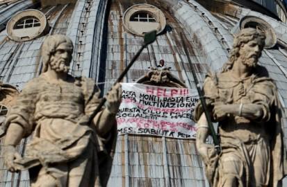 Photo of Dopo 24 ore sulla Cupola di San Pietro, Marcello Di Finizio  si guadagna il divieto di ritorno a Roma per tre anni