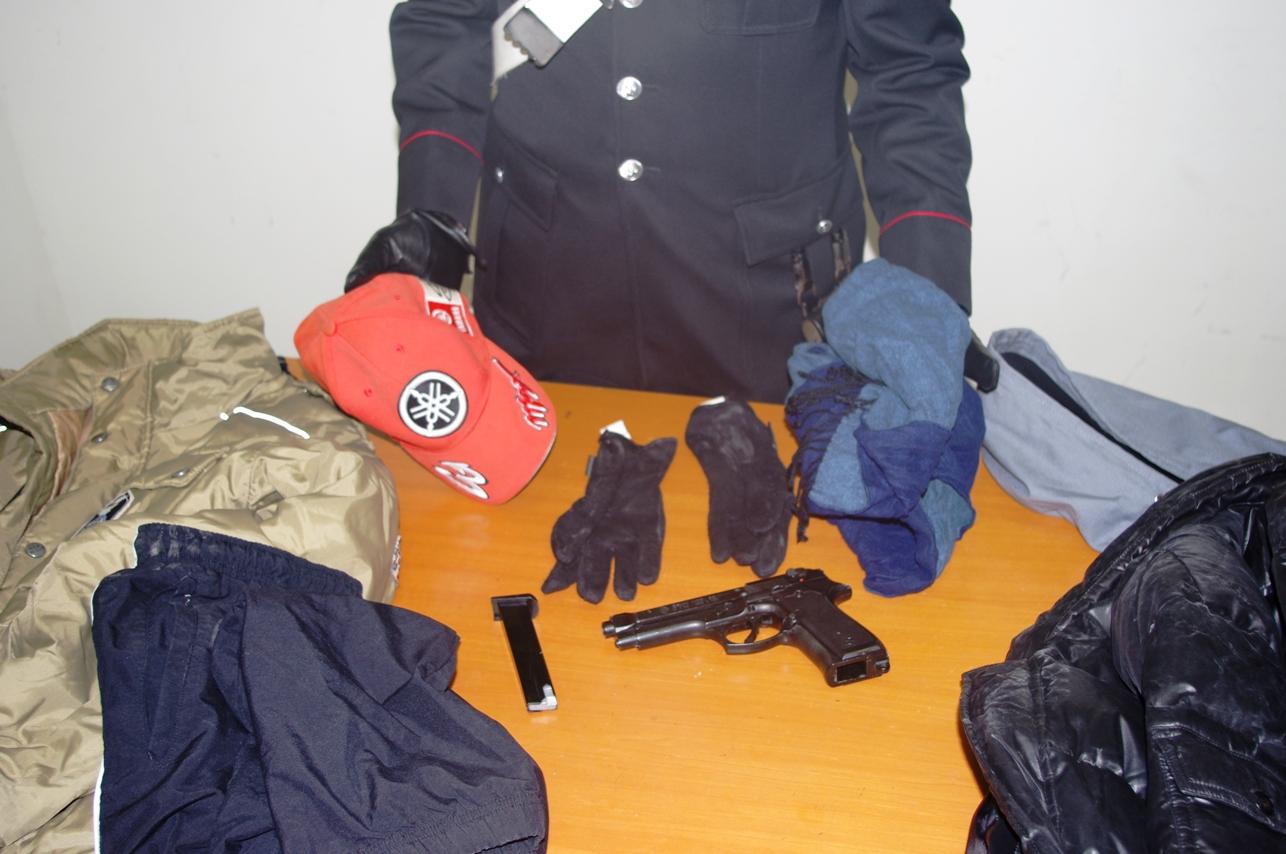 Photo of Si preparavano ad assaltare una tabaccheria ma sono stati bloccati ed arrestati dai Carabinieri che li hanno identificati e denunciati anche quali autori di una rapina in farmacia consumata il 29 novembre