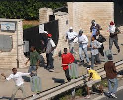 Photo of Gli immigrati clandestini distruggono, gli italiani con l'IMU, vengono distrutti e pagano i danni…
