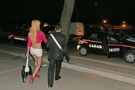 """Photo of Prostituta romena voleva difendere il suo """"posto di lavoro"""". Aggredita, picchiata e rapinata da altre due """"colleghe"""" romene che sono state arrestate dai Carabinieri"""