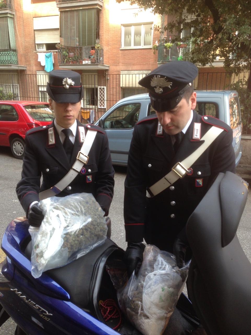Photo of Carabinieri trovano 2 chili di droga all'interno di uno scooter rubato ed arrestano una coppia di spacciatori romani