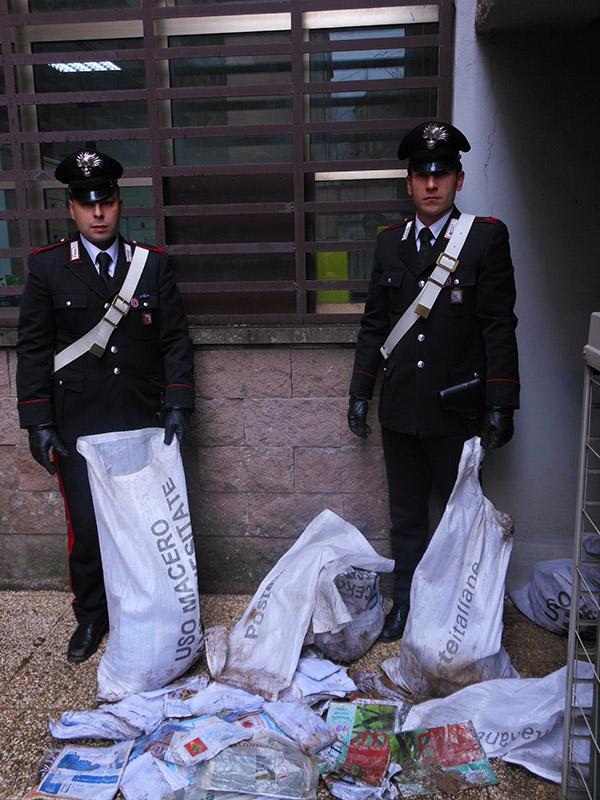 Photo of Per finire prima il lavoro, per anni, ha omesso di consegnare la corrispondenza. Postino fannullone denunciato dai Carabinieri