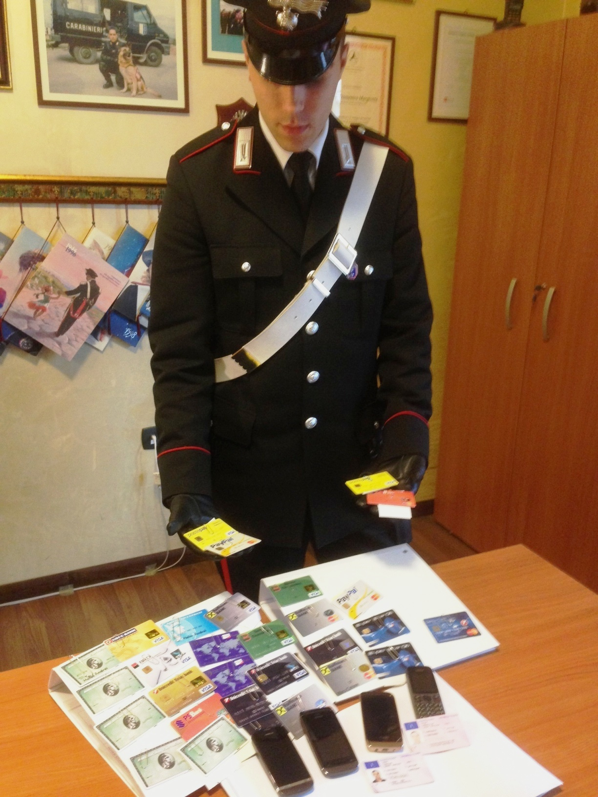 Photo of Tre cittadini romeni tentano di acquistare un elettrodomestico con una carta di credito contraffatta. Arrestati dai Carabinieri