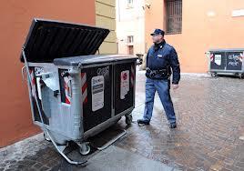 Photo of Dopo aver partorito, getta il figlio all'interno di un cassonetto dell' ospedale San Camillo. Arrestata dalla Polizia 25enne italiana