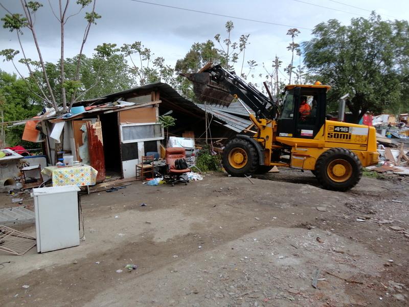 Demolizione baracca