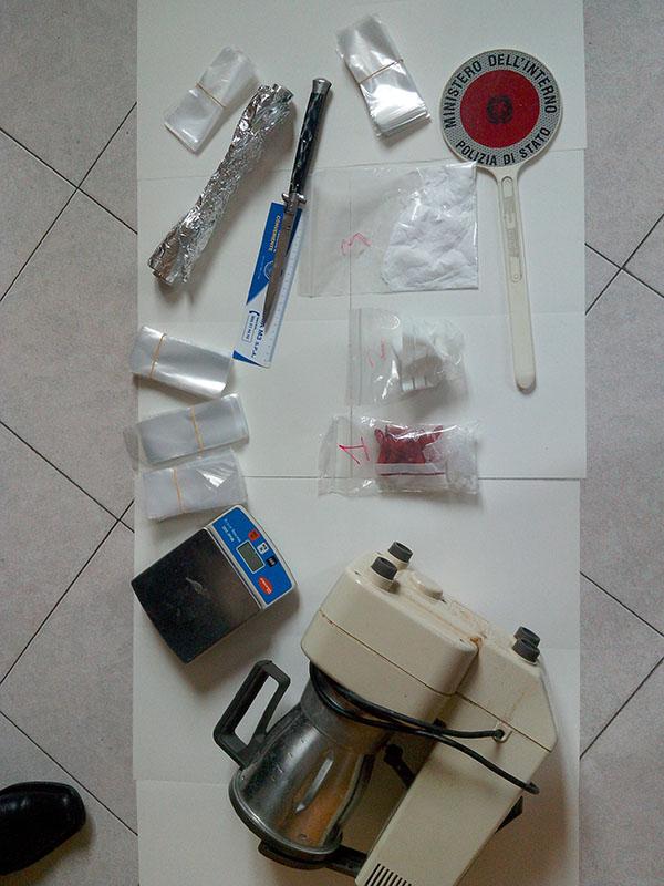 Photo of Confezionava le dosi su ordinazione