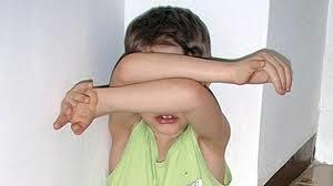 Photo of Picchia il figlioletto di 4 anni  e poi aggredisce i Carabinieri