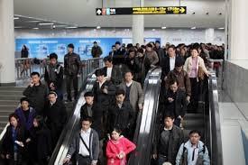 Photo of Bloccano la scala mobile della metropolitana  per derubare i passeggeri
