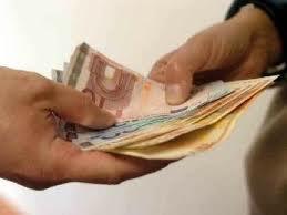 """Photo of Chiede 3000 euro ad un costruttore per """"chiudere un occhio"""""""