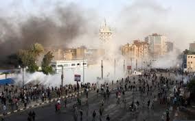 Photo of Egitto, assalto alle sedi del governo. Licenza di sparare su manifestanti