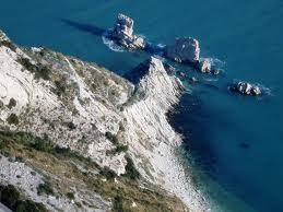 Photo of Blocco di calcare si stacca dal Monte Conero dopo scossa di terremoto al largo di Ancona