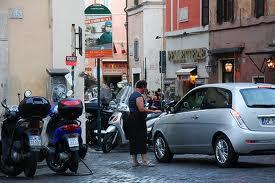 Photo of Parcheggiatore abusivo romano minaccia motociclista