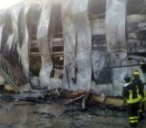Centro di prima accoglienza distrutto da fiamme