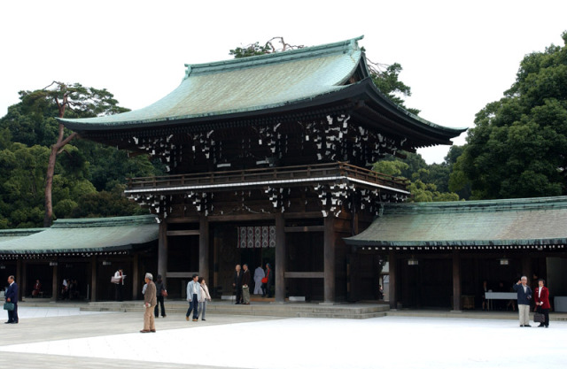 Photo of Santuario della Pace: Cina e Corea Sud condannano la visita del primo Ministro Giapponese Abe