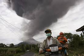 Photo of Riprende ad eruttare, dopo 400 anni di sonno, il vulcano Sinabung