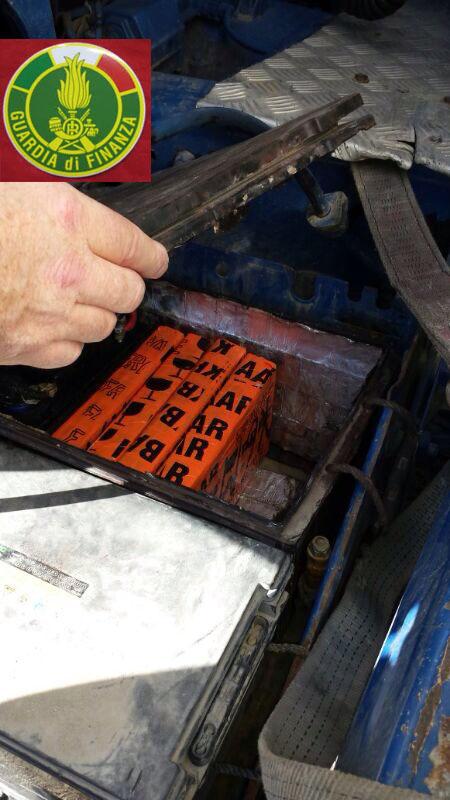 Photo of Sei chili di cocaina occultati in un camion. Arrestato un albanese