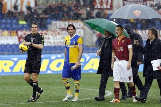 Photo of Il terreno dell'Olimpico non tiene e il Tevere fa paura: Roma-Parma non si gioca