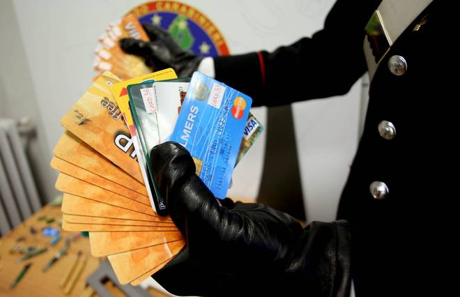 Photo of Smantellata centrale internazionale per la clonazione di carte di credito