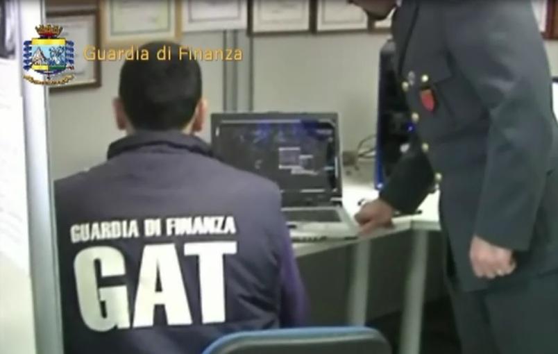 Photo of Vendevano prodotti contraffatti tramite Internet