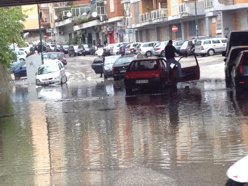 Photo of Violento temporale a Napoli: grandine ed allagamenti, le immagini