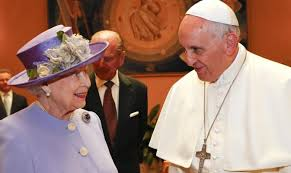 Photo of E la Regina Elisabetta II si scusa con Papa Francesco