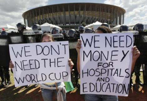 Photo of Mondiali in Brasile: a tre settimane dal via,  continuano le manifestazioni dei senzatetto