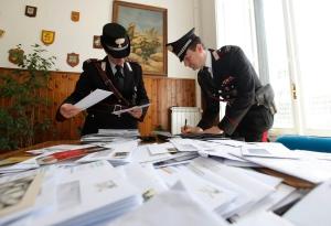 """Photo of Postino, anzichè consegnare la posta, la """"collezionava"""". Recuperati circa 4000 plichi"""