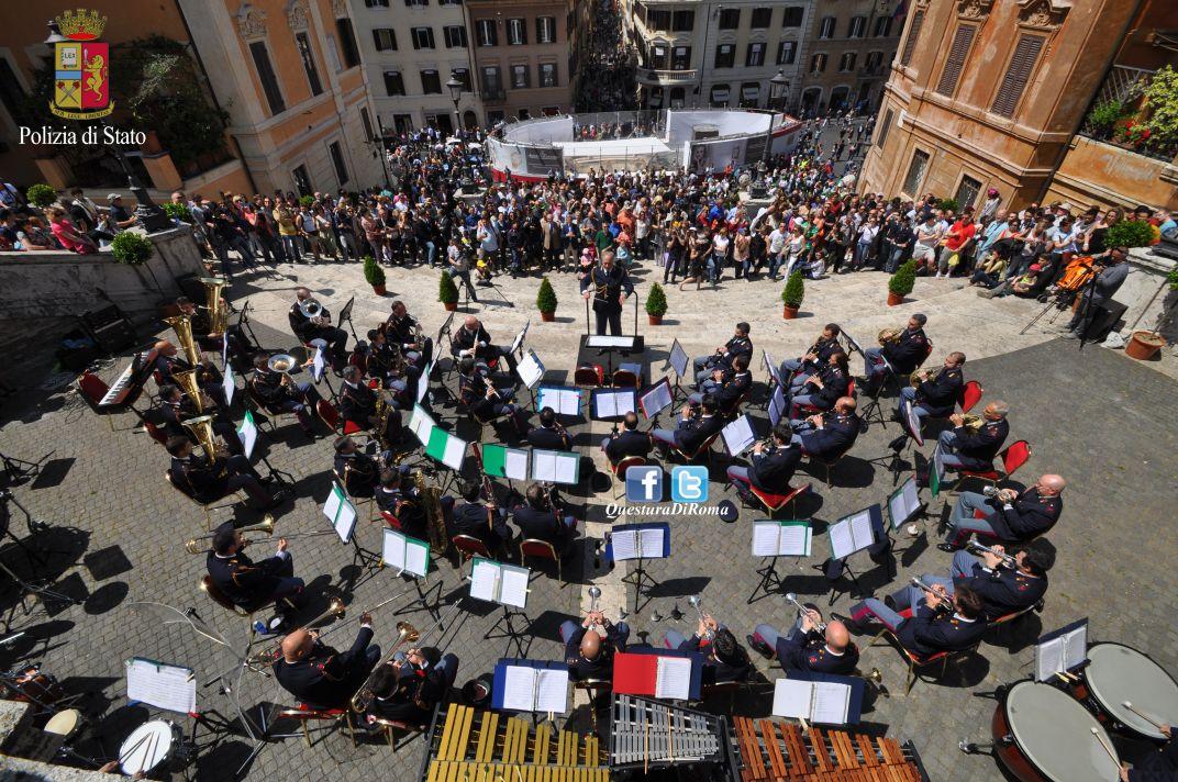 Photo of Concerto della Fanfara della Polizia di Stato in piazza di Spagna, in occasione del  162° anniversario della fondazione.