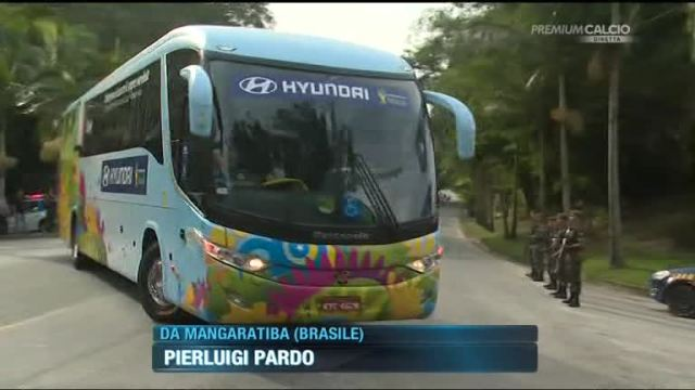 http://www.sportmediaset.mediaset.it/calcio/Brasile2014/2014/video/59517/l-italia-arriva-in-ritiro.shtml