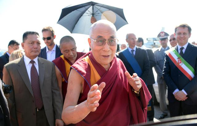 "Photo of Il saluto del Dalai Lama nel caldo ""indiano"" di Pisa"