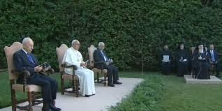 Photo of Abu Mazen, Peres ed il Patriarca di Costantinopoli, Bartolomeo, in preghiera da Papa Francesco – VIDEO