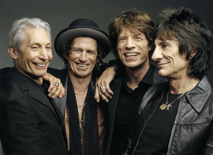 Photo of Rolling Stones, Fiammata e boato al via il concerto