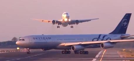Photo of Barcellona, sfiorato disastro aereo – VIDEO