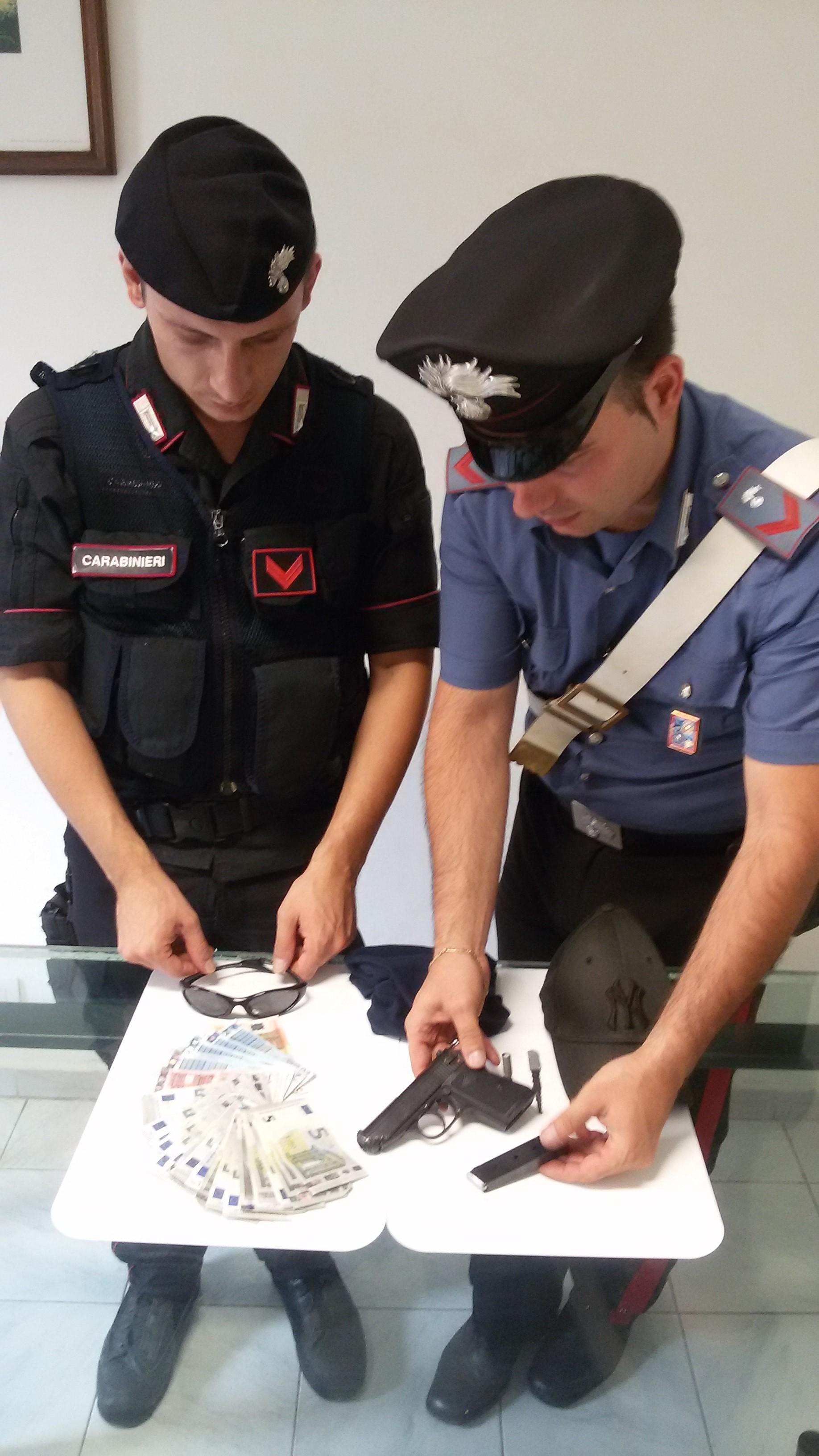 Photo of Rapina un supermercato ma all'uscita trova i Carabinieri