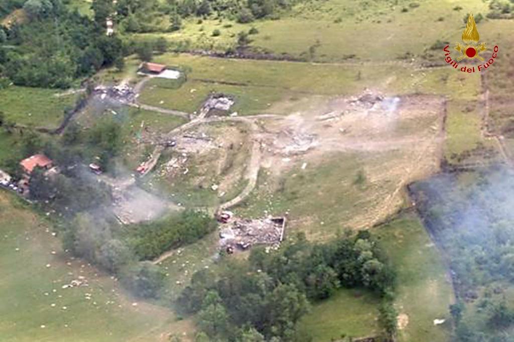 Photo of Tagliacozzo: 2 morti, 4 feriti per lo scoppio di  fabbrica di fuochi d'artificio – VIDEO