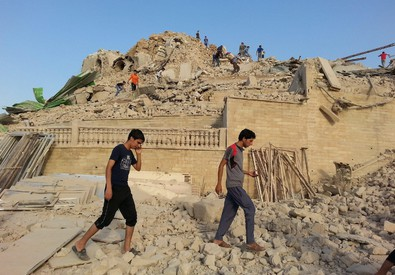 Photo of I jihadisti  continuano a distruggere le tombe dei profeti. Distrutta la moschea di Seth a Mosul
