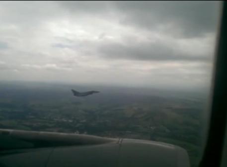 Photo of Pacco sospetto in volo, aereo scortato a Manchester – VIDEO