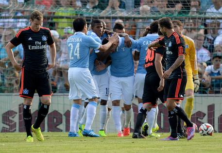 Photo of La Lazio cresce e si sbarazza dell'Amburgo