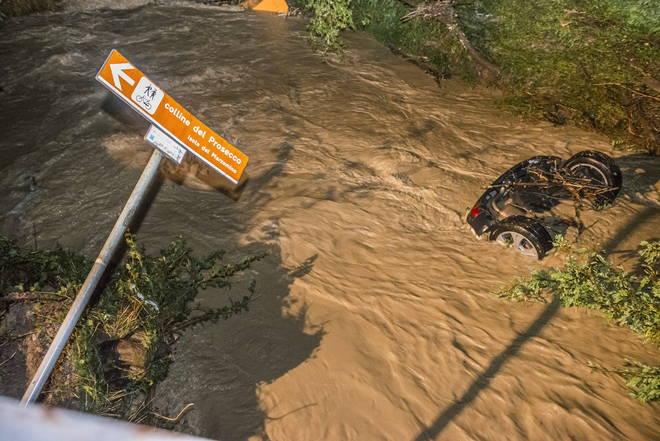 Photo of Festa tramutata in tragedia per una bomba d'acqua a Refrontolo, nel Trevigiano