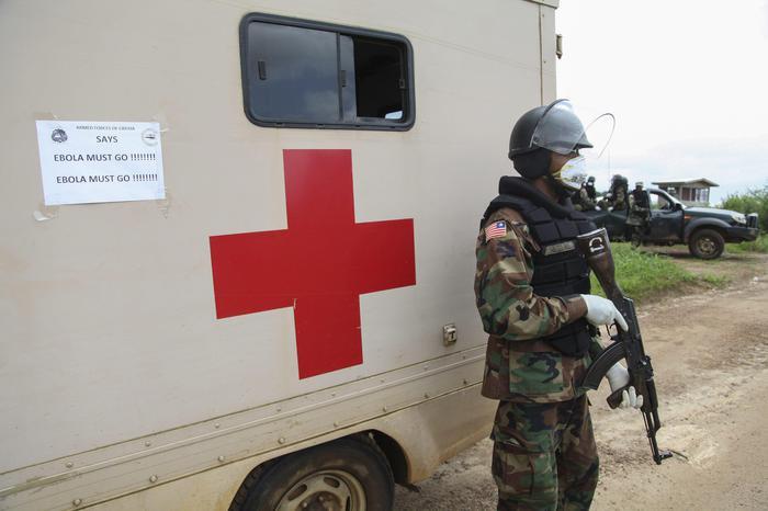 Photo of Ebola spaventa gli USA. Migliorano le condizioni del medico americano