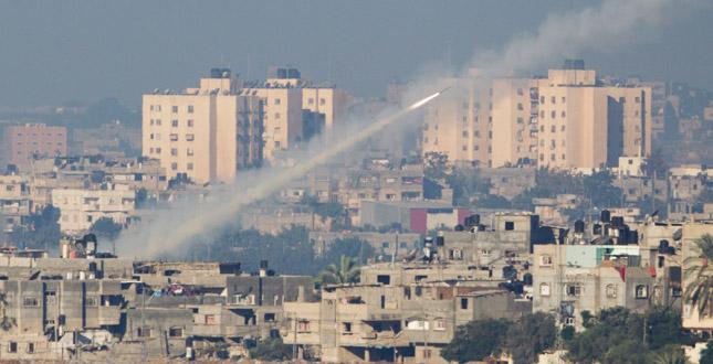 Photo of Ripresa la guerra a Gaza. Hamas lancia razzi ed Israele reagisce