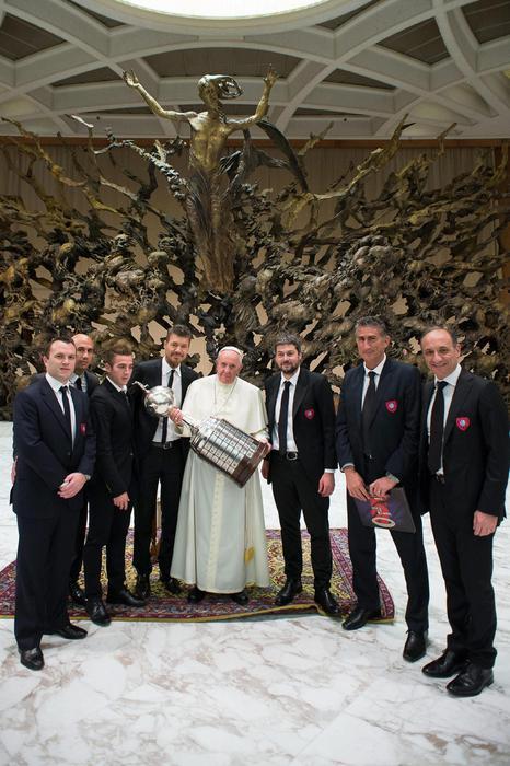 Photo of La gioia del tifoso Jorge Mario Bergoglio offuscata dalla morte dei suoi nipoti – FOTO