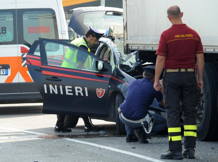 Photo of Nel corso di un inseguimento,  per un tamponamento, muore un Carabiniere e l'altro in gravissime condizioni