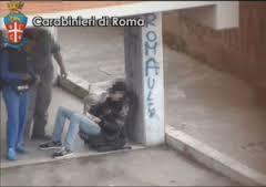 Photo of Smantellato lo spaccio di stupefacenti nella  borgata Cinquina. 11 gli arrestati – VIDEO