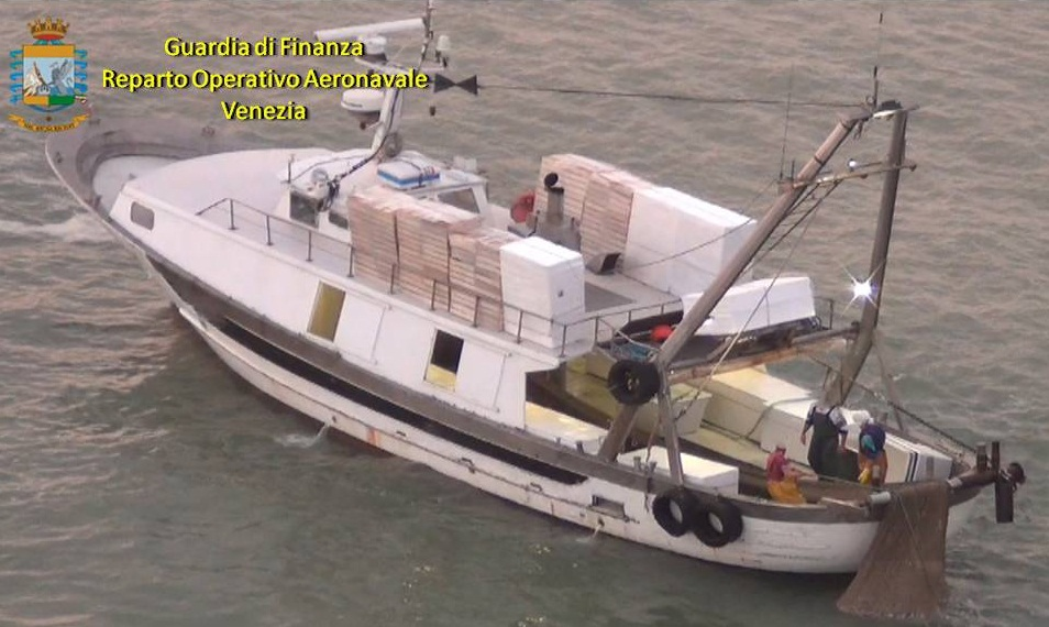 """Photo of Quattro pescherecci sorpresi a pescare """"a strascico"""" danneggiando l'ecosistema marino"""
