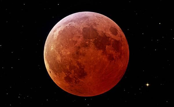 Photo of Alle 13,00, l'eclissi totale di Luna che si tingerà di rosso
