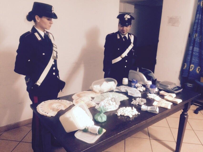 Photo of I Carabinieri sottraggono al mercato della droga due chili e mezzo  di cocaina. Due le persone arrestate