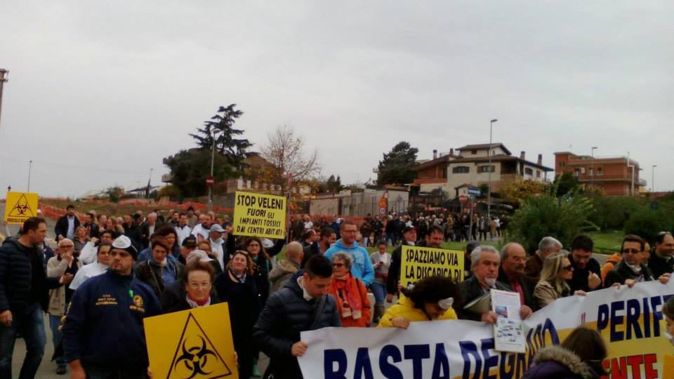 Photo of E Roma est scende in strada! Prosegue la protesta contro l'Ama