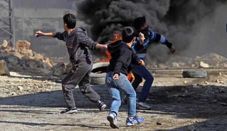 Photo of Italiano con documenti falsi, attivista palestinese, ferito in uno scontro