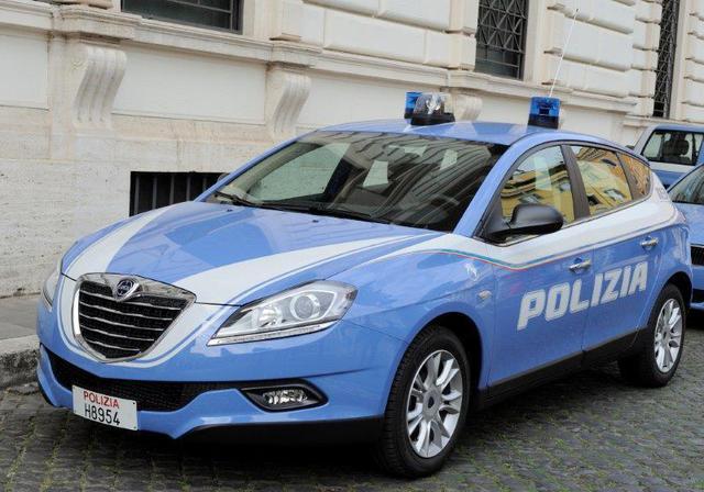 Photo of Documentario a ricordo di Ninni Cassarà e tricolore nella nuova livrea autoradio Polizia di Stato